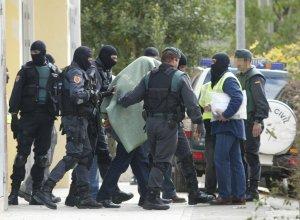 Despliegue policial en Granada durante las detenciones practicadas en Cartuja en 2005. / GONZÁLEZ MOLERO
