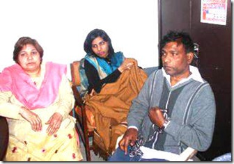 Hector_Aleem_in_the_police_station with chains along with his wife and daughert Misba